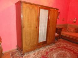 Antik bécsi barokk 3 ajtós, intarziás, üveges, faragott szekrény 187x190x60 cm
