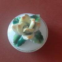 Porcelán bonbonier rózsa foggantyúval