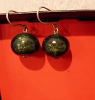Horváth Márton műhelyéből származó irizáló zöldes üveg fülbevaló eladó