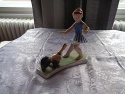Bodrogkeresztúri kislány kakassal kerámiafigura