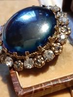 Eosin kék bross dúsan foglalt ragyogó kövekkel