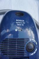BOCSH SHPERA 28 típusú porzsáhos porszívó egy új szívófejjel eladó.