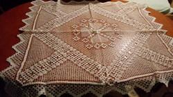 Horgolt rieselt  maderiás csipke terítő 110*102 cm