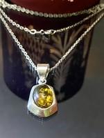 Mesés ezüst nyaklánc és Medál borostyán díszítéssel