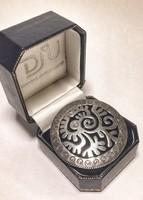 Különleges ezüst bross