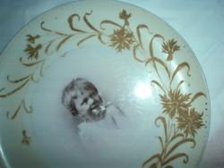 Antik vastag falú gyerekportrés porcelán falitányér