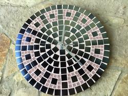 Egyedi lakásdekor ajándék: rózsaszín fekete falióra üveg mozaik egyedi tervezés