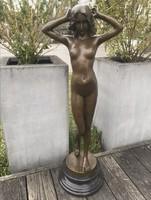 Óriási női akt - bronz szobor műalkotás