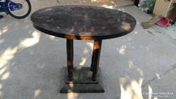 Eladó régi ovális asztal.