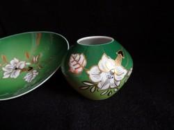 Wallendorfi váza és tálka kézi festéssel, relief aranyozással