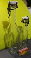 Retro sérülésmentes 0,5 literes, és 2 dl-es csatos porcelánfejes üvegek eladók.