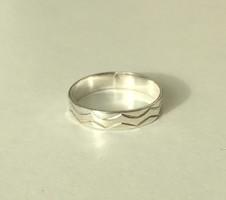 Ezüst gyűrű egyedi mintával 925