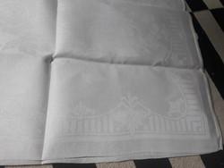 Antik mintás luxus damaszt zsúr terito himzett monogrammal