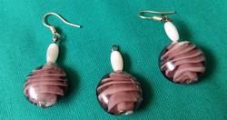 Kézműves,lila színű üveggyöngy fülbevaló medállal
