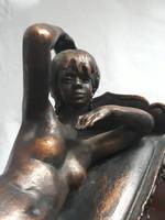 Fekvő nő - bronz szobor - Szigeti Magda alkotása