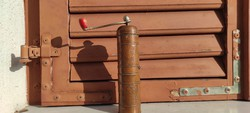 Vörösréz, bronz, henger alakú kàvédaràló,borsdaràlónak is,Árt Deco Retro stílusú.Mintàval körben.