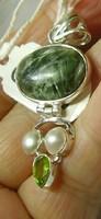 925 ezüst medál, szerafinittel, tenyésztett gyöngyökkel és peridottal