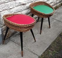 2db színes retro szék fonott .Eredeti igen érdekes darabok. Jó hangulat Balatoni vidàm retro campngi