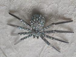 Nagyméretű, pók formájú vintage bross szivárványszínű strasszokkal
