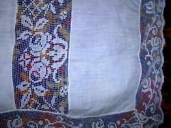 --Antik batiszt dús leheletvékony filé csipke díszitéssel terítő HIBÁTLAN  139 cm X 139 cm