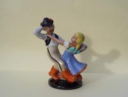 Komlós kerámia 26,5 cm magas táncoló mulató pár népitáncos pár