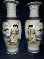 Csodaszép, kézzel festett kínai vázapár, famille rose stílusú