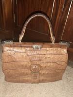 Nagymamám kincseiből, egy vastag, szép, krokodilbőr táska!