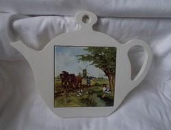 Csempe betétes edényalátét,teás kanna alakú konyha dísz (lovas,falusi jelenet)