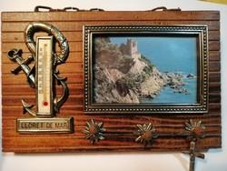 Lloret de Mar hőmérős, akasztós dísz képpel, és vastag fa alappal