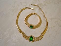 B_006 Arany színű ékszer szett zöld kövekkel: nyakék, karkötő