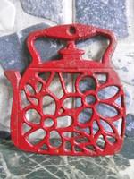 Poháralátét öntöttvas kanna alakú piros 12*11*1 cm