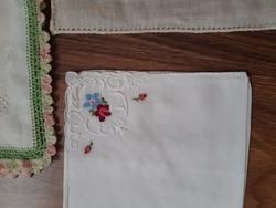 3 db hímzett díszzsebkendő