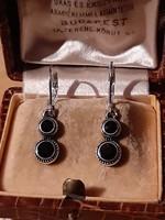 Button fülbevaló fekete kövekkel