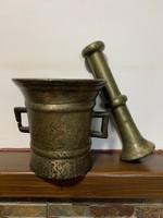 7 kg-s bronz 1700-800 években készült platinás mozsár