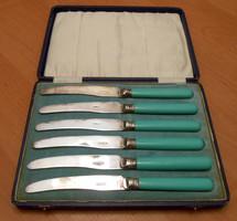 6 darabos ezüstözött antik kés készlet kapcsos dobozban
