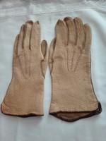 7,5-es vastagabb bőrből  készített, női kesztyű
