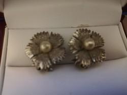 Eladó régi ezüstözött tenyésztett gyöngyös fülklipsz!