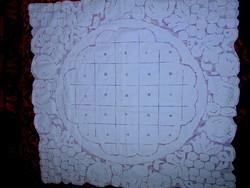 --Antik toledós rendkívűl dús aprolékos fehér hímzéssel terítő HIBÁTLAN  69 cm X 67 cm