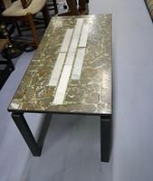 Mid-Century modern márvány díszítésű design asztal