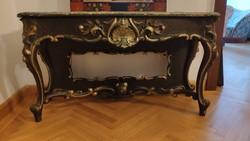 XIX. század második felében készült neobarokk stílusú, aranyozott konzolasztal