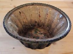 Kuglófsütő forma, mázas cserép, 19. sz. vége.