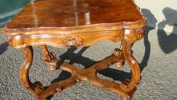 Eredeti barokk dohányzó asztal.