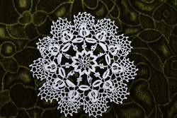 Horgolt csipke kézimunka lakástextil dekoráció kis méretű terítő 15 cm
