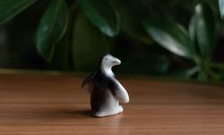 Miniatűr gonosz pingvin - vad, morcos pici pingvin - Hollóházi retro porcelán figura