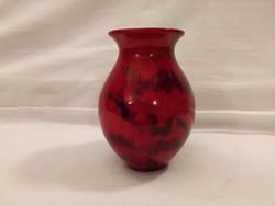 Gyönyörű színekben pompázó piros labrador mintás Zsolnay eozin váza
