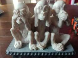 Három bölcs majom szobor