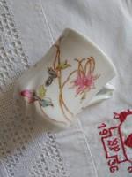 Ritkább formájú szecessziós, virágos kőporcelán csésze