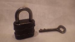 Antik miniatűr számozott lakat és kulcs