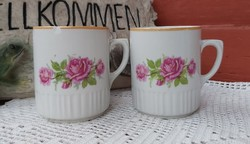 Zsolnay rózsás, rózsa mintával bögrék bögre porcelán nosztalgia darabok paraszti  falusi dekoráció
