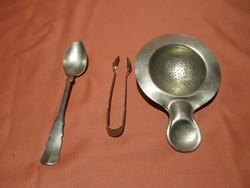 Régi alpakka konyhai eszközök, teás kanál, cukorcsipesz, tea szűrő